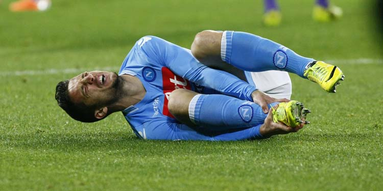 Napoli's Belgian forward Dries Mertens reacts after an injury during the Italian Serie A football match between SSC Napoli and Fiorentina ACF in San Paolo Stadium on March 23, 2014. AFP PHOTO / CARLO HERMANN (Photo credit should read CARLO HERMANN/AFP/Getty Images)