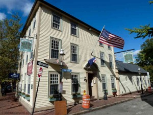 Warren-Tavern-Oldest-bars-in-us