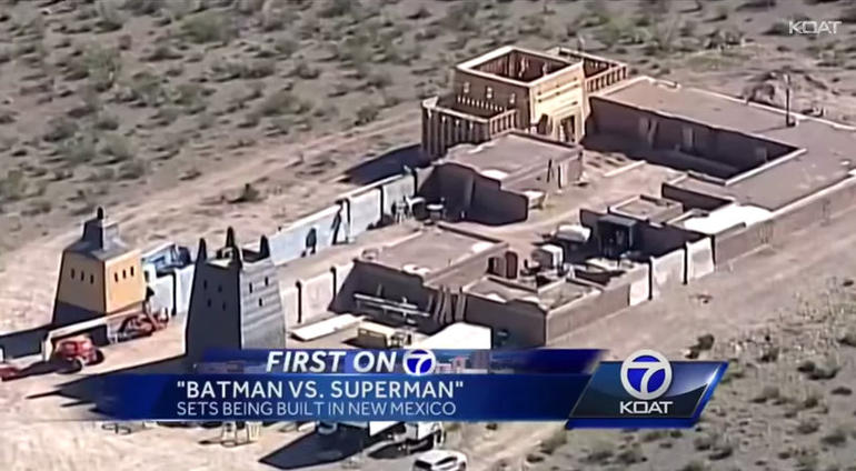 batman-superman-desert-set